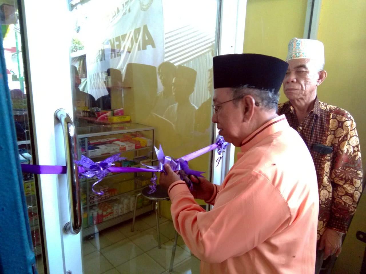 Ketua Yayasan Resmikan Apotek Rahmat