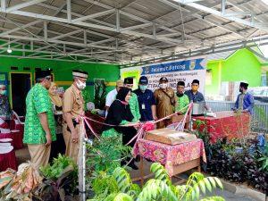 Pengguntingan Pita oleh Ketua Persatuan Wanita Al-Ittifaqiah Hj. Sri Indrayana