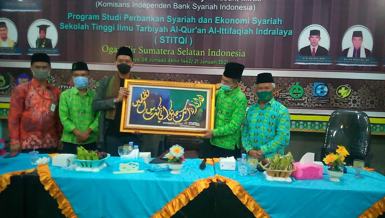 Salah Satu Orang Berpengaruh di Indonesia Isi Seminar Nasional Ekonomi Syariah STITQI